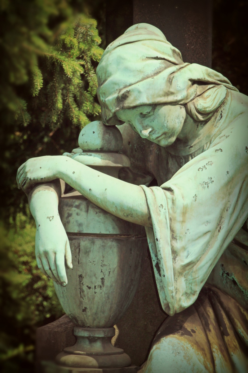 Mourning_woman_sculpture_stone_figure_stone_figures_rock_carving_fig_cemetery-563014