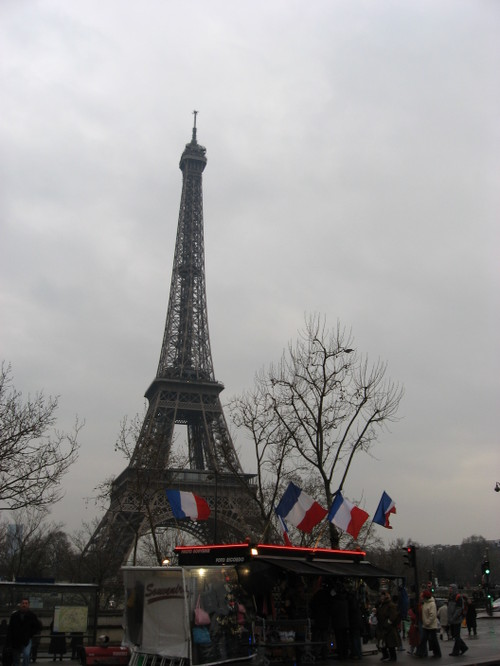Eiffel Tower and souvenir stand, March 2007