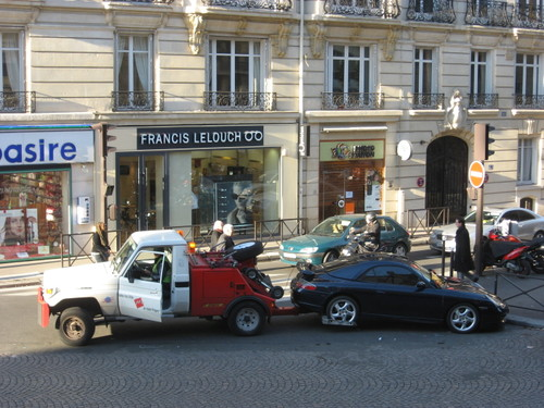 A sad story: tow truck on avenue Victor-Hugo, Paris 16e